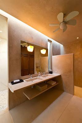Moderno diseño de cuarto de baño de casa hacienda