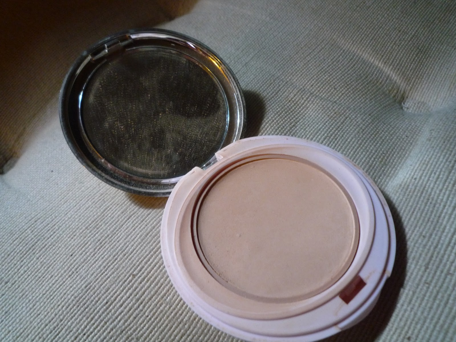Driving gloves spf - Powdered Sunscreen Compact Spf 25 By Mistine A Thai Beauty Brand