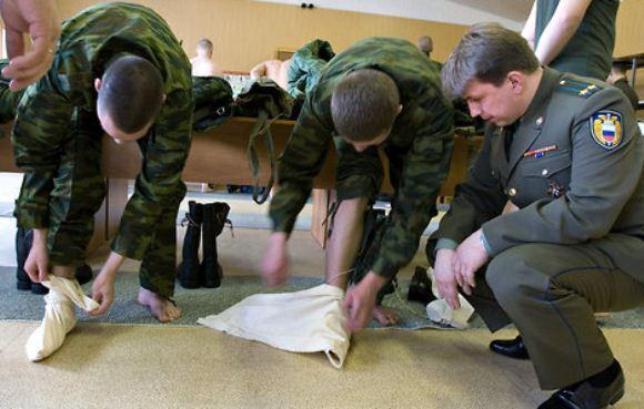 Tentara Rusia memakai kain kaki portyanki