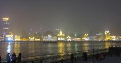 Shanghai Bund am 06.12.2013 mit Smog