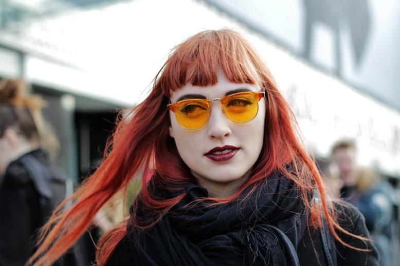 streetstyle copenhagen fashion week, kopenhagen fashion week street style, getönte sonnenbrille, sonnenbrille mit orangenen gläsern, sonnenbrille mit orange getönten gläsern