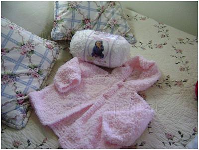 mi primer proyecto al comenzar este blog es esta chambrita o abrigo ...