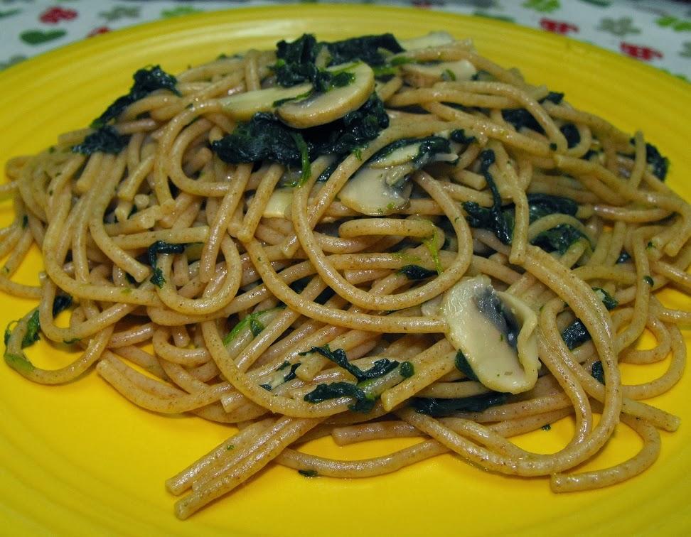 Espaguete com Cogumelos e Espinafre (vegana)