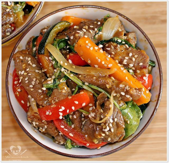 Filé com legumes ao molho agridoce e gergelim