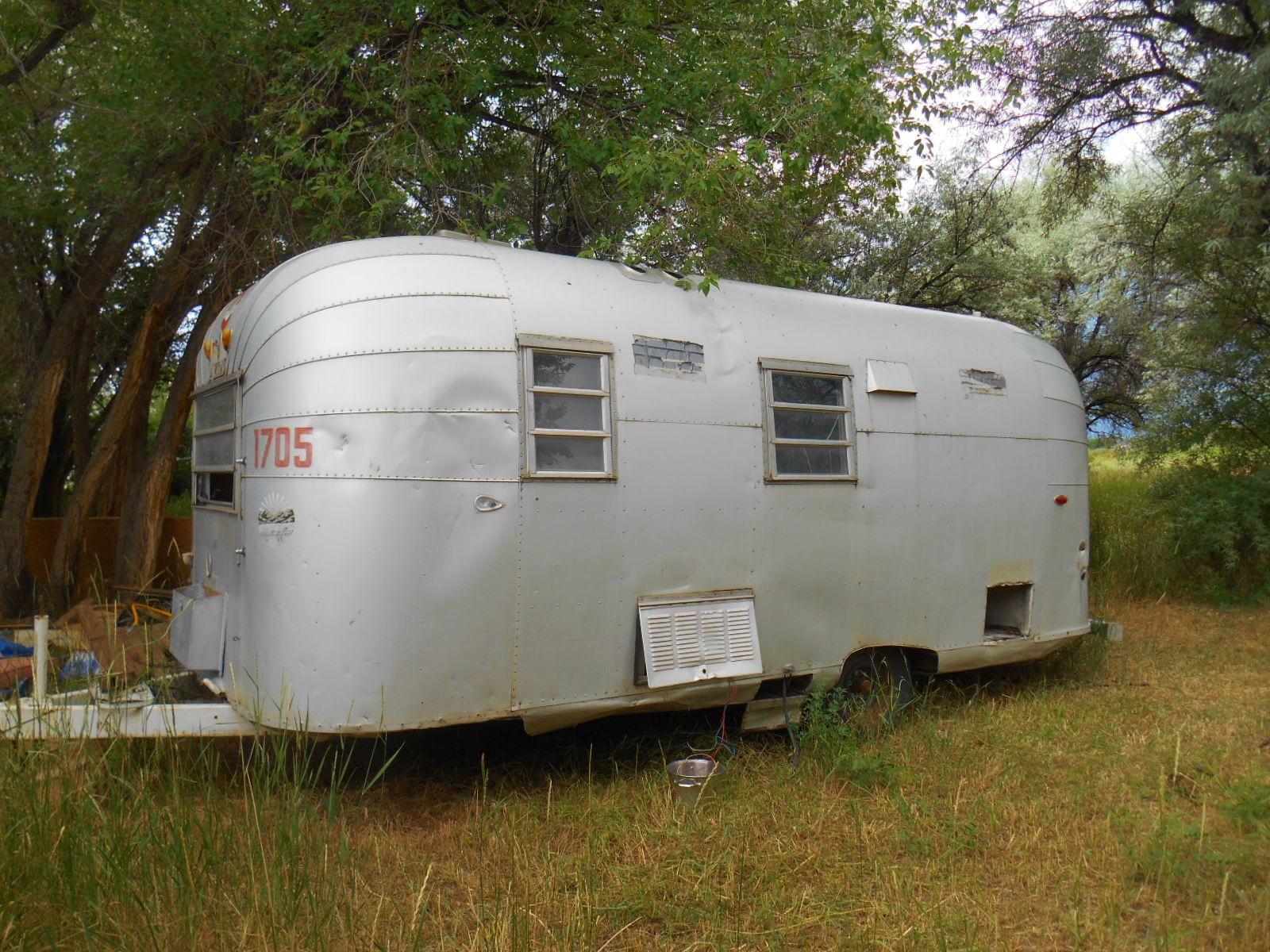 Silver avion camper vintage