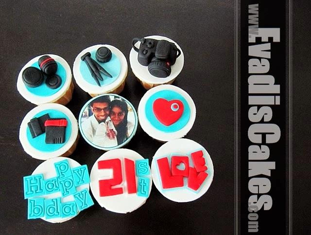 All view picture of customize camera cupcakes design