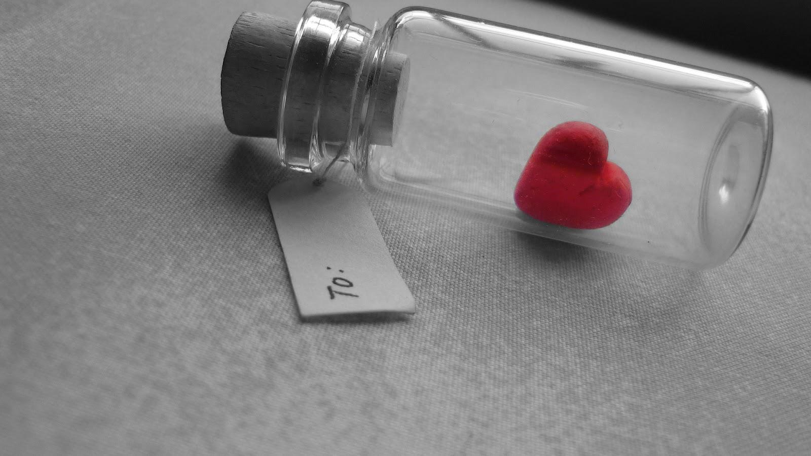 http://3.bp.blogspot.com/-4PSLRvsTtjM/UDTKdumcHwI/AAAAAAAACec/blqUF5D3oNg/s1600/bottled-red-heart-1080p-hd-wallpaper.jpg