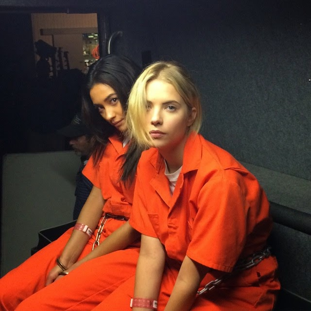 PLL Emily and Hanna in Orange Jumpsuits 5x25