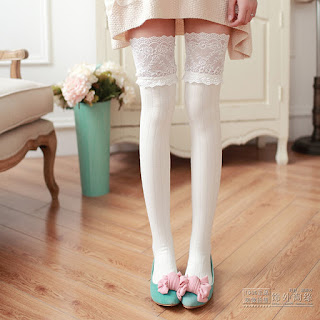 http://www.sanrense.com/products/college-wind-lace-stockings?variant=7865067587