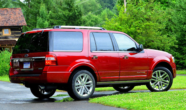 2015 Ford Expedition side view