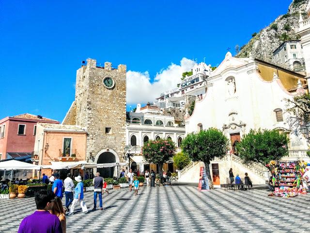 Piazza IX Aprile Taormina  |  September in Sicily on afeathery*nest  |  http://afeatherynest.com