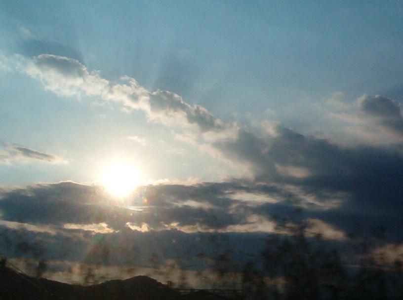 Perla di sole in una conchiglia di nuvola