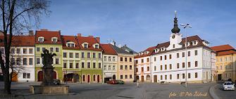 b) Hradec Králové