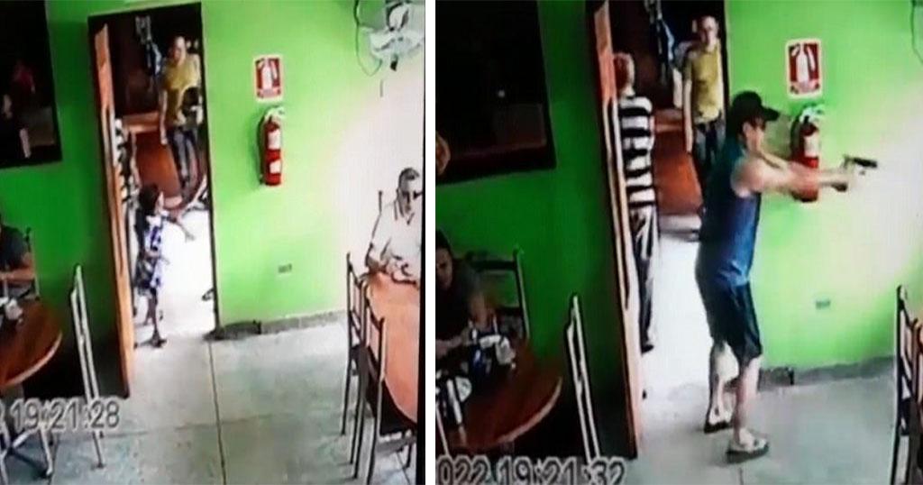 Πληρωμένος Δολοφόνος Απομακρύνει Παιδί Πριν Πυροβολήσει Το Θύμα Του - Βίντεο