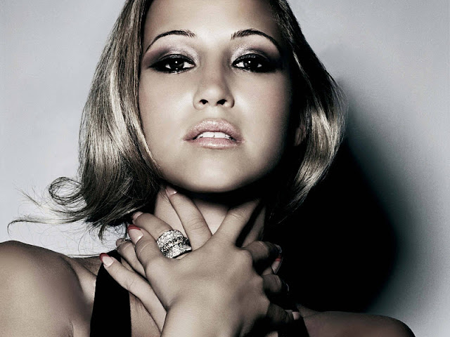 Rachel Stevens Biography and Photos 2011