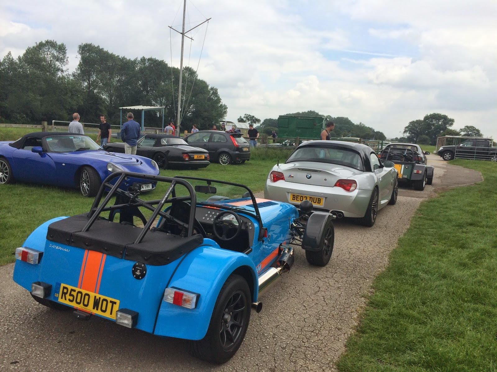 In the queue for a run - Nigel Pugh's R500 in front of supercharged Z4M