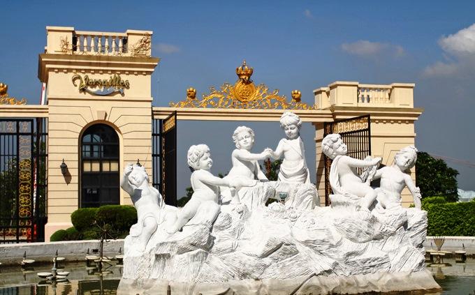 Versailles Daang Hari