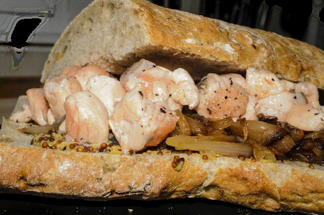 Bocadillo de salmón; salmon sandwich