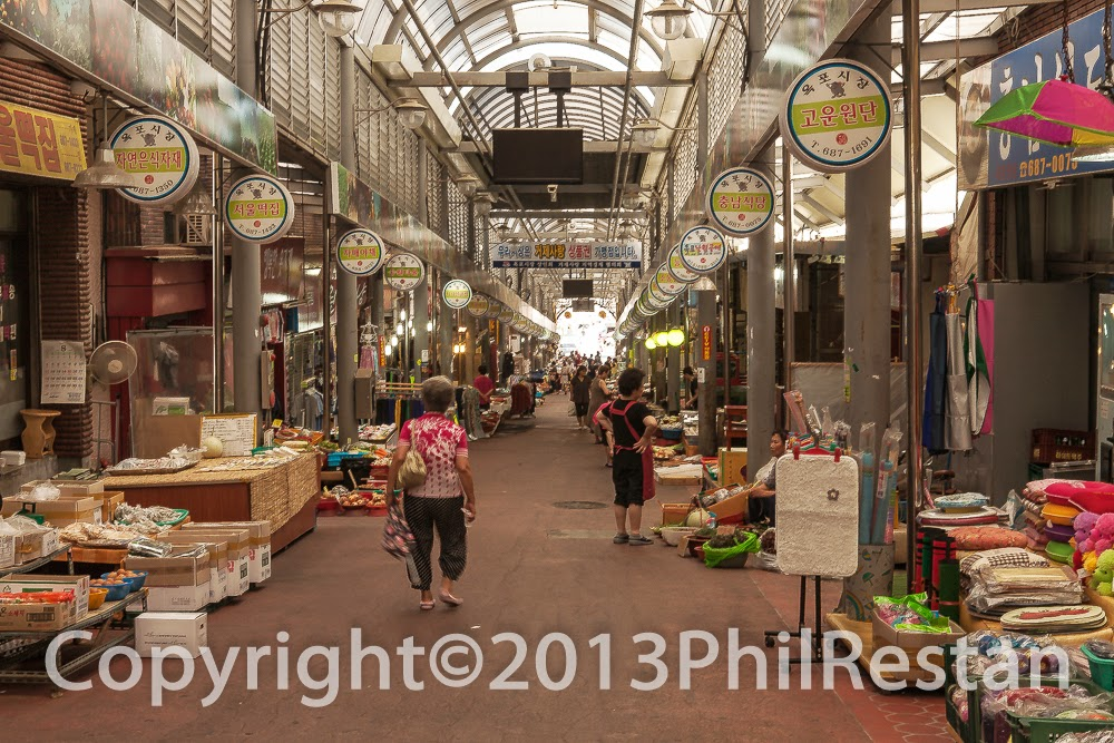 Image of Indoor market in Okpo, South Korea