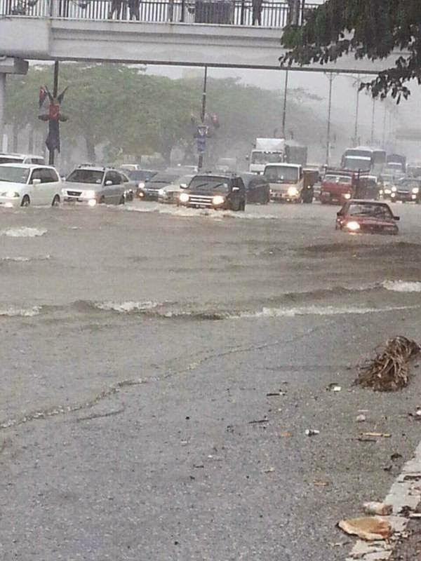 Gambar Banjir Kilat Di Jalan Skudai 31 Mac 2015