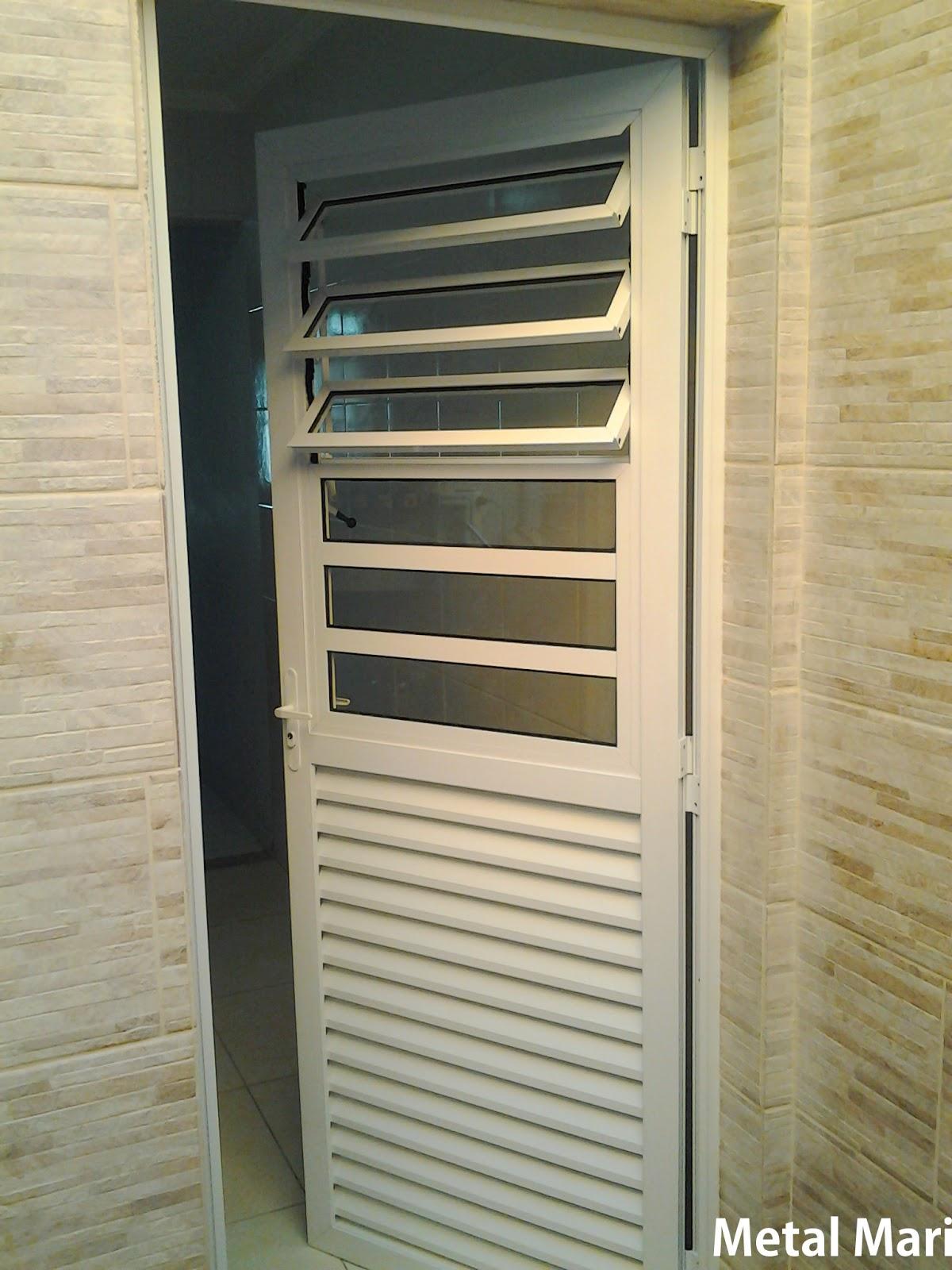 #8B7340 Metal Mari Esquadrias : Porta de alumínio com basculante (Metal Mari) 1114 Portas E Janelas De Aluminio Para Cozinha