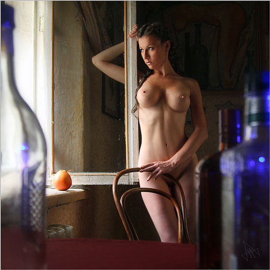 фото эро в окне