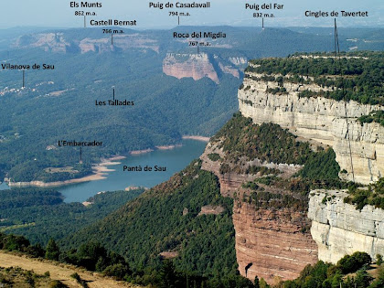 Panoràmica vers el sud-oest, amb els Cingles de Tavertet, el Pantà de Sau i les Cingleres de Vilanova de Sau