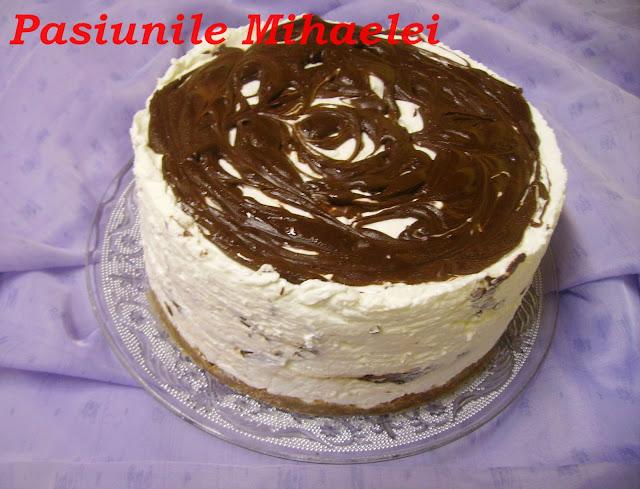 Cheesecake cu frisca si ciocolata