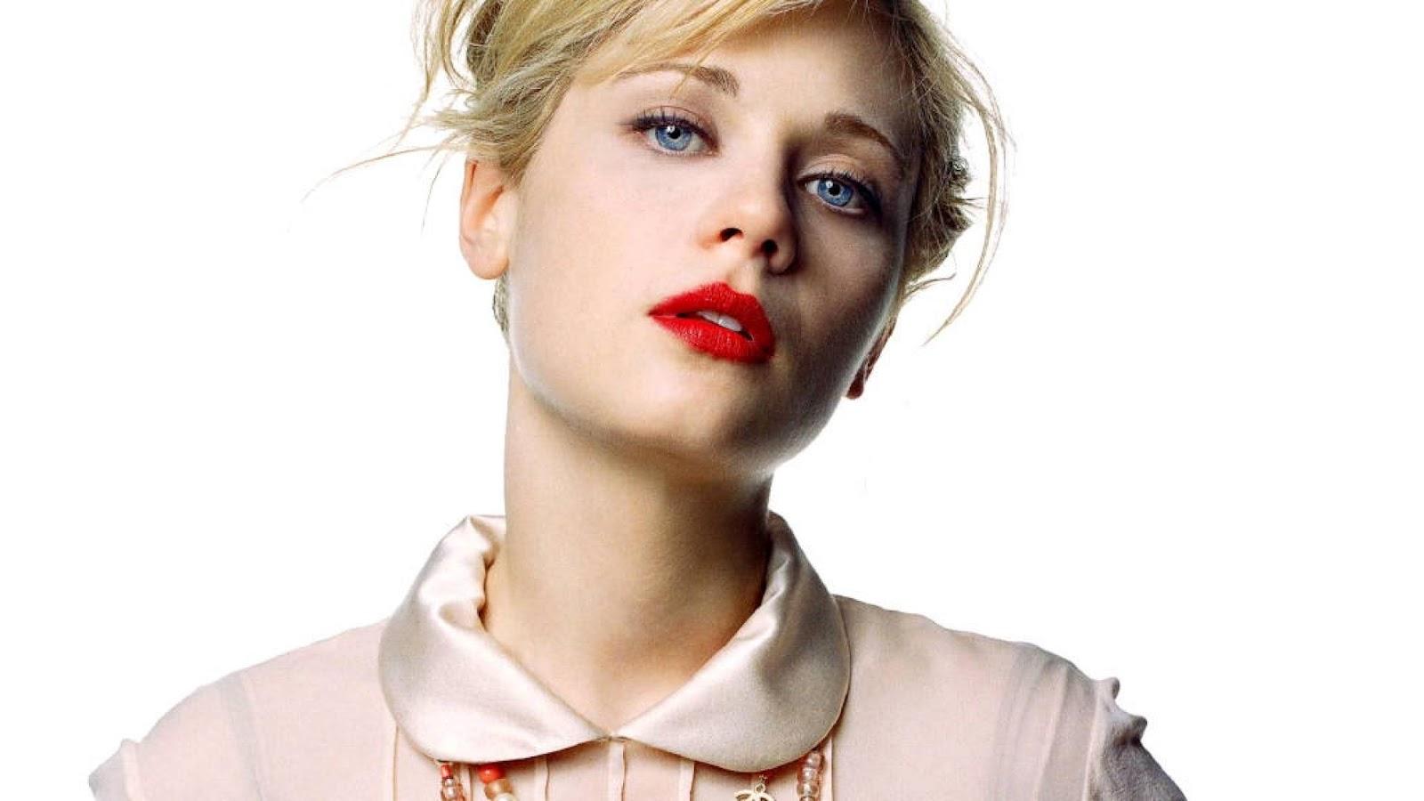 http://3.bp.blogspot.com/-4RPfsnDZcWo/UByyUt45uOI/AAAAAAAAJ5s/Ylmjx-omaCo/s1600/zooey-deschanel-lipstick-faces-1080x1920.jpg