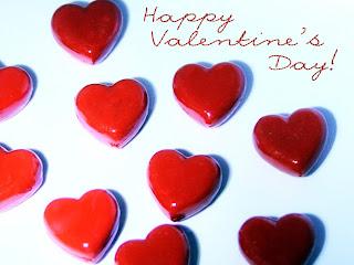 postal de corazones con felicitacion san valentin