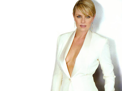 Canadian Actress Amanda Tapping Wallpaper