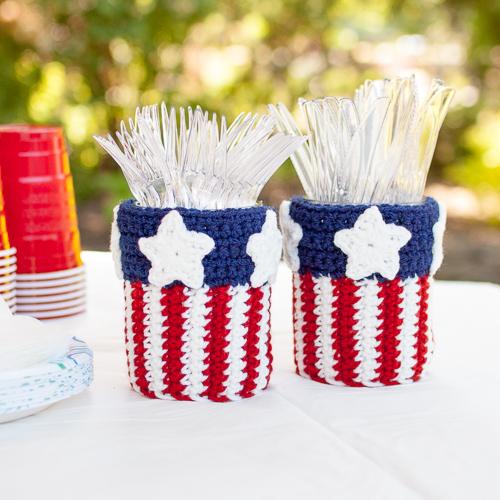 http://www.petalstopicots.com/2014/06/patriotic-mason-jar-utensil-holder-crochet-pattern/