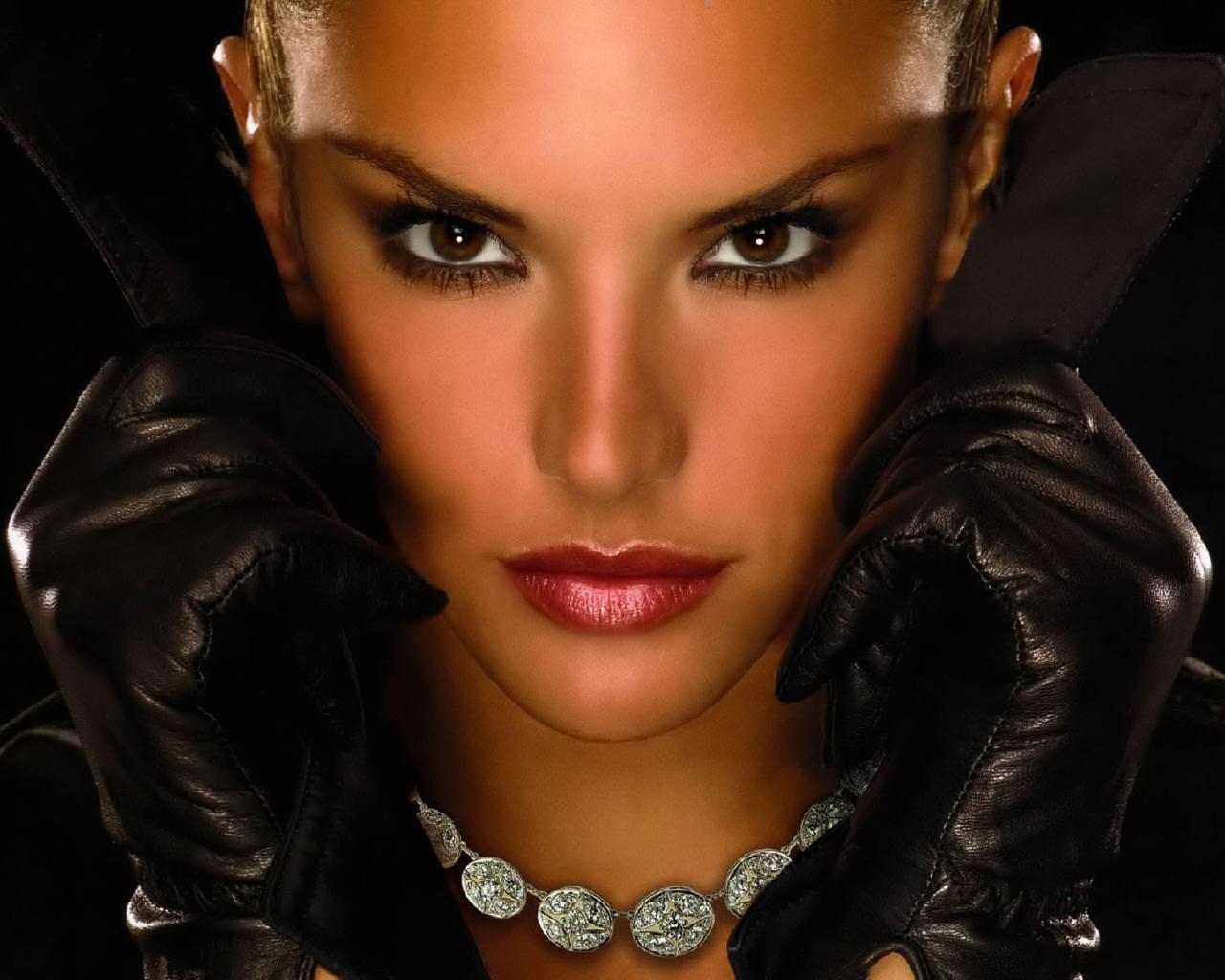 http://3.bp.blogspot.com/-4S0-UhP-i2M/T2FtmokQzNI/AAAAAAAAAbk/IjG2L_gQYSk/s1600/270_Alessandra_Ambrosio_photo_3.jpg