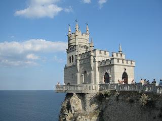 The-Swallows-Nest-castle-ukrain . the casle of love