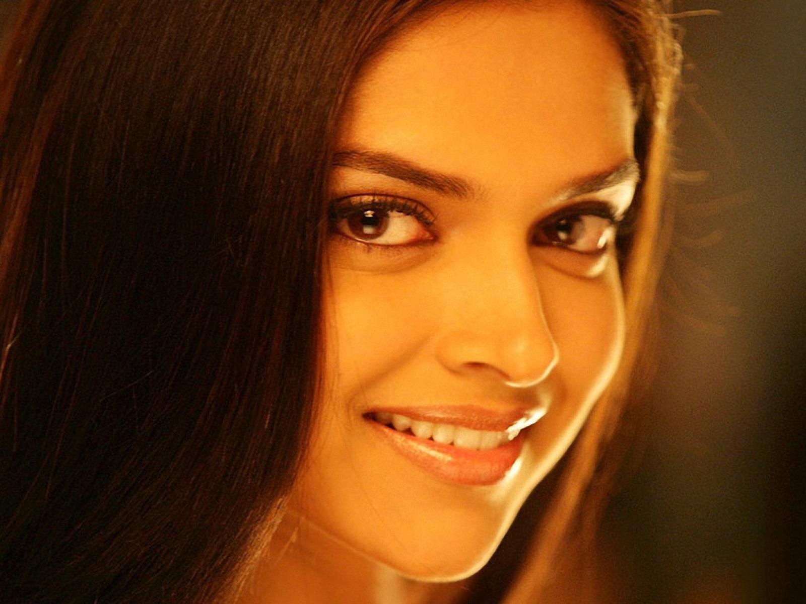 Hot pictures Deepika Padukone