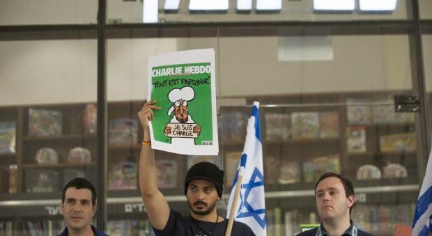 Protesto em Israel contra a proibição de Charlie Hebdo