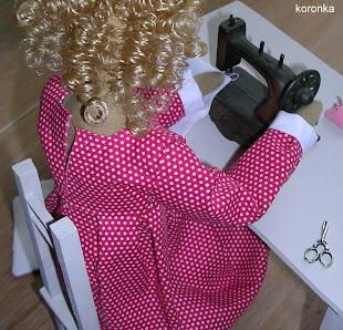 38. Weronika szyje poduszki na krzesła