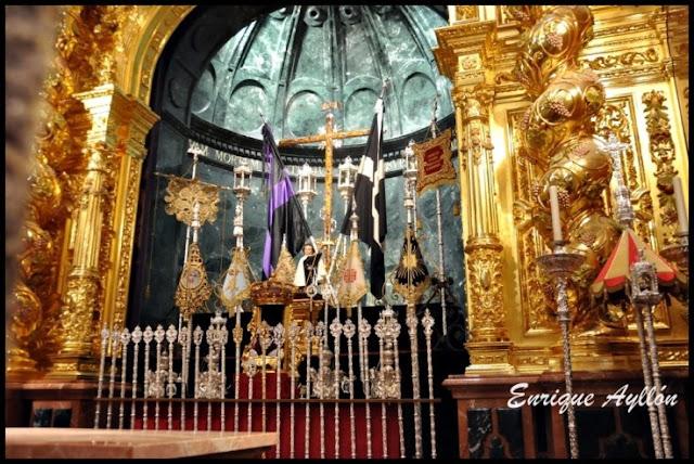 Altar de insignias Hermandad El Cachorro 2013