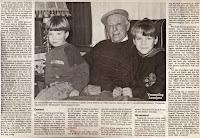 Alfons Robben met twee van zijn 17 achterkleinkinderen