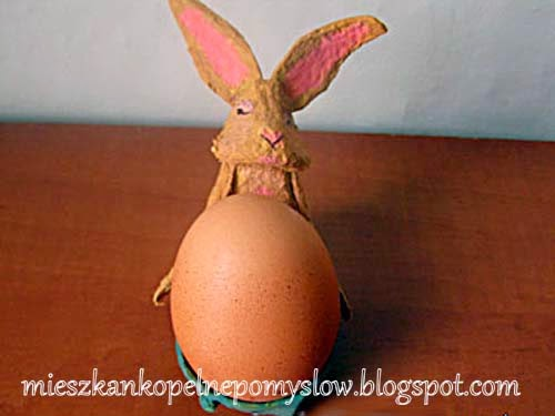 dekoracje, dekoracje z papieru, dekoracje świąteczne, dekorowanie jajek, jajka, handmade, kolorowe pisanki, ozdoby świąteczne, ozdoby, praca z dziećmi, recykling, rękodzieło, z papieru, z wytłoczki do jajek, podstawka do jajek, kurka, zajączek, Wielkanoc,
