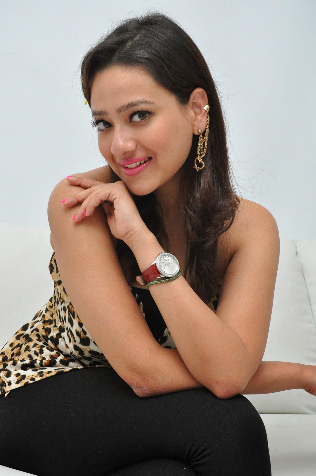Madalasa sharma glamorous photos-HQ-Photo-11