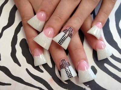 Wish list da semana....Quero cortar as unhas a esta moça...