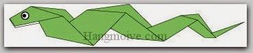 Bước 9: Vẽ mắt hoàn thành cách xếp con rắn bằng giấy theo phong cách origami.
