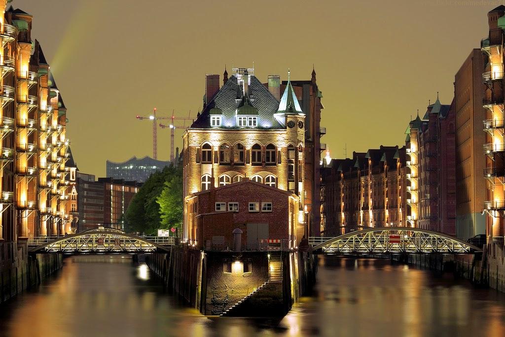Hamburg notturna, by Julian Schüngel