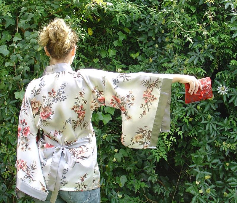 OOTD: Kimono and Katana. Visit www.forarealwoman.com  #fashion #blogger