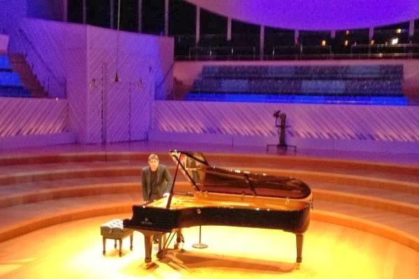 Piano: Javier Perianes