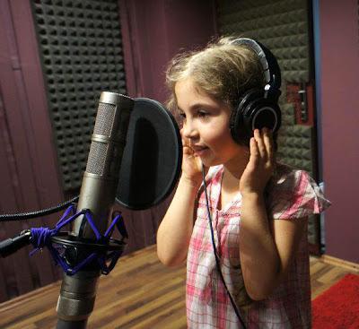 юная певица из Румынии