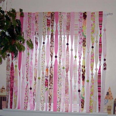 Como hacer cortina de colores y sencilla for Como hacer cortinas