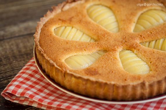 Французский грушевый пирог с миндальным кремом