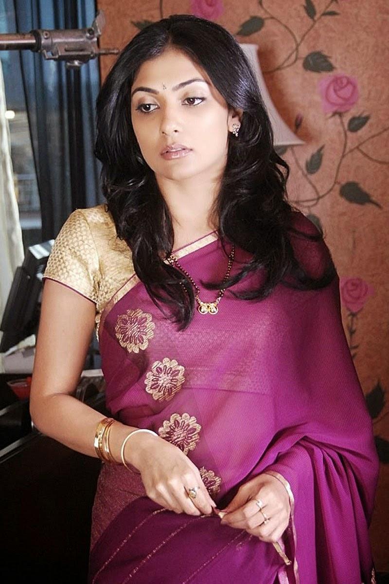 Kamalini mukherjee deep cleavage show intentionally - 1 6